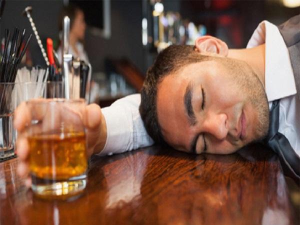 Chiêm bao thấy mình say rượu