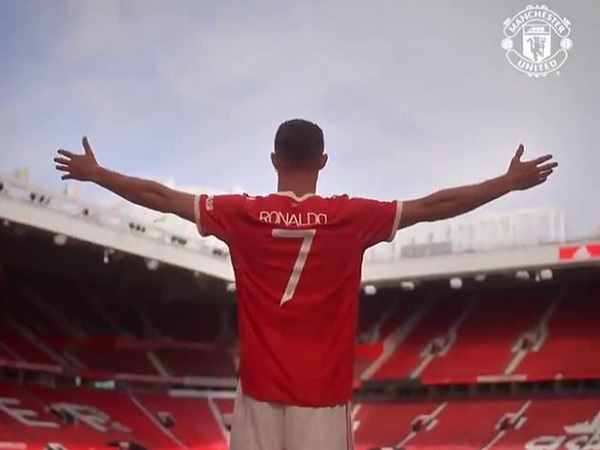 Bản tin MU tối 11/9: Ronaldo 'gây nhiễu' thành Manchester